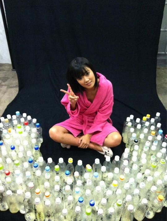 Uta-Kohaku-atriz-porno-100-garrafas-de-semen-04